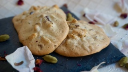 Nan-e Gerdui (Walnut Cookies)